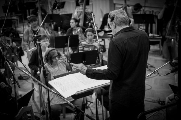 04-ES-Andy-Conducting-Budapest-©-David-Bickerstaff